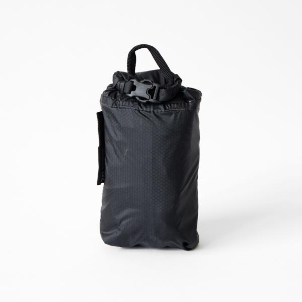 収納袋もバッグと同じロールトップのデザイン