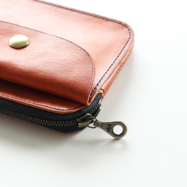 2層構造のシンプルで使いやすいファスナー財布です