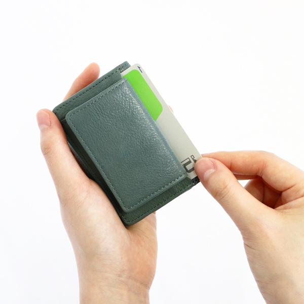 外側コインケースの後ろにも、カードスロット付き