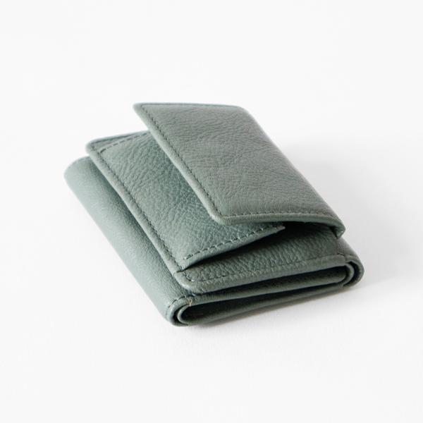 お札・カードの収納スペースはコインケースを開けるのと同じ向きで、スムーズに開けます