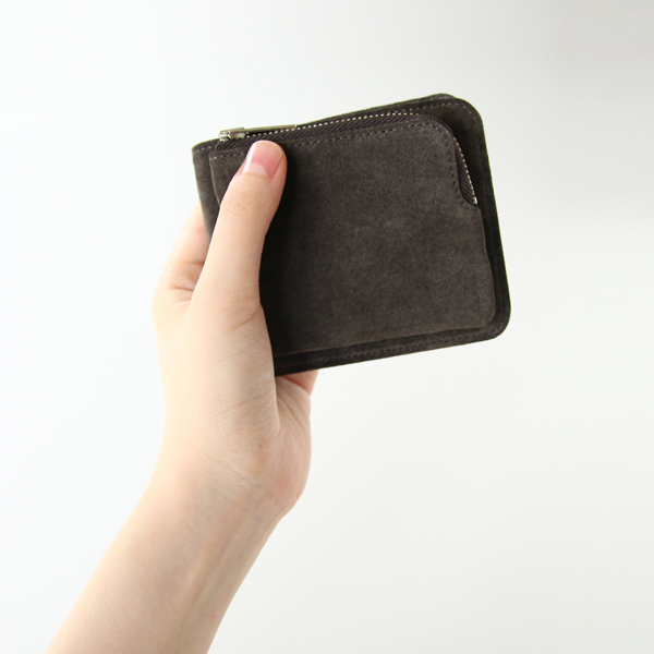 コンパクトながらも使い勝手の良い財布です